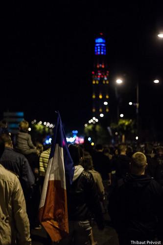 Le drapeau français et la tour Perret à Amiens