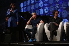 tania-speaking-on-stage-ci2013-7