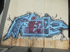 030 (en-ri) Tags: fbi crew rosso azzurro arrow fiorellini torino wall muro graffiti writing