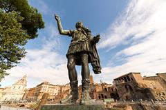 veni vidi vici (www.jeanpierrerieu.fr) Tags: wwwjeanpierrerieufr italie rome cesar jules statue