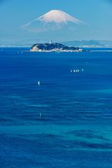 江ノ島と富士山 (Mori.Kei) Tags: 江ノ島 富士山 海 空 ocean oceanblue blue enoshima fujisan 波 wave ヨット yacht 島 アイランド island