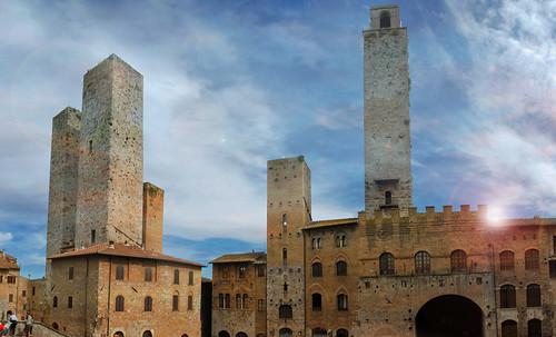 "Torres legendarias / Faros, minaretes, campanarios, rascacielos • <a style=""font-size:0.8em;"" href=""http://www.flickr.com/photos/30735181@N00/32493404306/"" target=""_blank"">View on Flickr</a>"