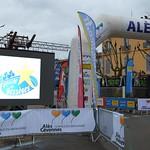 Ligne de départ à Alès pour la 5eme et dernière étape de l'Etoile de Bessèges, avec le grand écran thumbnail