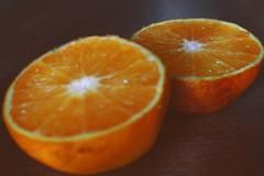 Cuando tu media naranja esta podrida (Kathy Chareun) Tags: fruit fruta frutas orange naranja ugly fea podrida love amor sanvalentin valentin saint brown marron