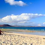 "Isla-De-Lobos-Desde-Corralejo <a style=""margin-left:10px; font-size:0.8em;"" href=""http://www.flickr.com/photos/127607003@N02/19091271629/"" target=""_blank"">@flickr</a>"
