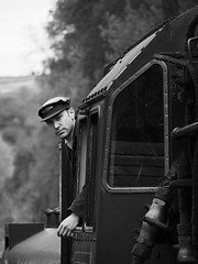 Grosmont Railway Station (DaveKav) Tags: green train yorkshire north railway olympus steam knight thegreenknight