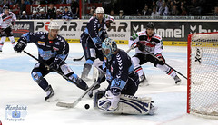 Hamburg Freezers (Sport + Event) Tags: ice hockey goal goalie hamburg eis deg freezers