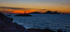 soleil couchant à Marseille (louis.labbez) Tags: marseille paysage mer provence auffes vallon if phare soleil couchant nuit rocher sun méditerranée sea île island labbez france sunset bleu nuage cloud orange