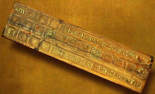 "Senet - Lujoso sistema de objetos lúdicos obsequio del dios Toht a la faraona Nefertari • <a style=""font-size:0.8em;"" href=""http://www.flickr.com/photos/30735181@N00/31678195104/"" target=""_blank"">View on Flickr</a>"