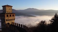 Vigoleno (roberto_il_pisano) Tags: castle castello fog medioevo middleage borgo historic italy