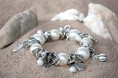 Bijus Rose (angelasmorato) Tags: pulseira pérolas areia conchas bijuterias