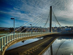 Reflejo de tirantes (juantiagues) Tags: puente tirantes río lérez pontevedra nubes reflejo juantiagues juanmejuto