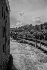 rivier barage (Guillaume-) Tags: street leica bw cloud water 35mm river photography pov delta rover sherbrooke land 100 ilford westfalia m4p