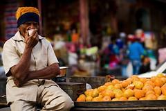 Oranges (audun.bie) Tags: india rajathan jaipur orange fruit market chai cart street