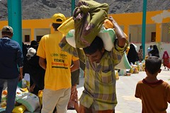 Food Aid delivered to the hungry in Aden (Ummah Welfare Trust) Tags: yemen taiz aden poverty war hunger children aid islam muslims middle east arab