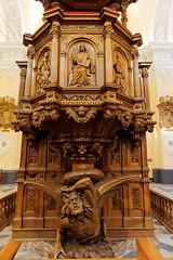 Wnętrze katedry | Inside the cathedral