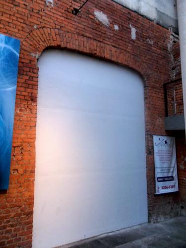 Antigua puerta que comunicaba la parte existente del antiguo Almacén Steinvorth, con la parte demolida en los 1960s av.0-1, c.1/ Old archway that communicated the existing part and the already demolished (in the 1960s) parts of the Steinvorth dp