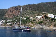 Île de Panarea / Village principal (Charles.Louis) Tags: italie sicile panarea île mer volcan éolie éolienne