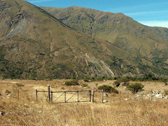 Tranquera (Pablin71) Tags: tranquera noroeste argentino montaña camino caminodetierra