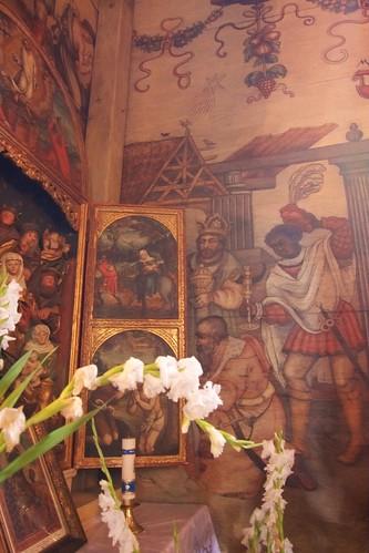 Pokłon Trzech Króli na ścianie południowej nawy kościoła w Boguszycach