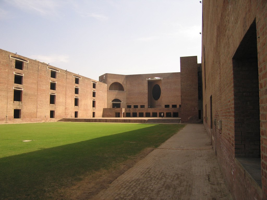 GDs out; IIMs to focus on written test