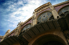 Mercado Central (I) (Toni Blay) Tags: old sky espaa valencia architecture backlight clouds contraluz lafotodelasemana spain arquitectura market crossprocess entrance mercado fachada vlc frontside lfsnubes