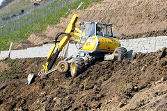 Thal (SG) - Switzerland (Kecko) Tags: work schweiz switzerland europe swiss machine kecko ostschweiz 2006 menatwork vineyards digger arbeiten thal bagger rebberg steinigertisch swissphoto steinigtisch