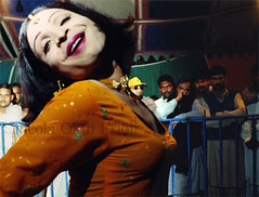 Hijras-10 (Nicola Okin Frioli) Tags: pakistan woman male female photography photo women asia foto nicola muslim islam culture photojournalism half pakistani fotografia trans lahore cultura islamic hijra islamica curiosit omosessuali tradizione fotogiornalismo okin frioli transgenders hijras homosexsual okinreport wwwokinreportnet nicolaokinfrioli travestiti islamici transexsual transessuali intersexuals mussulmana lifeobserved nicolafrioli