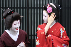 Charming (Marie Eve K.A. (Away)) Tags: red portrait people japan lady canon eos women kyoto purple 85mm maiko geiko geisha  kimono  planar carlzeiss     umeha katsuru