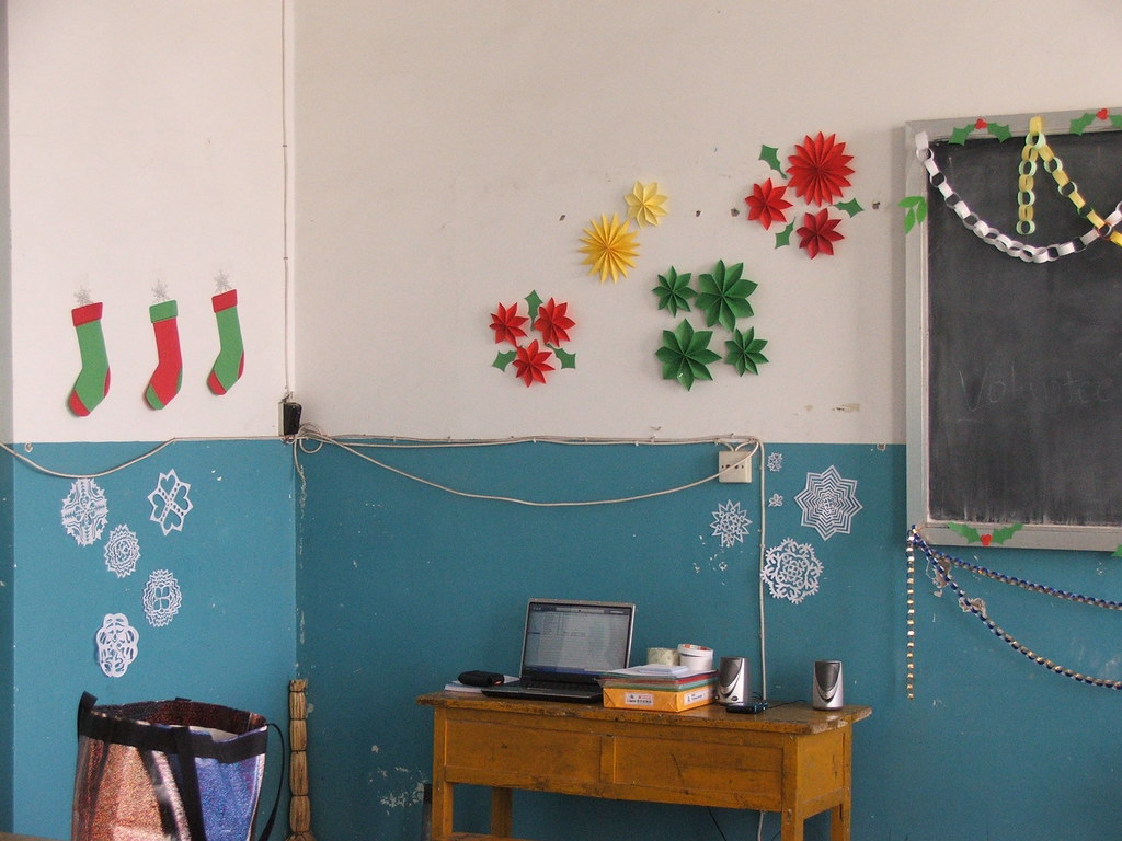Junior 3 Holiday Party Decorations - Guyuan