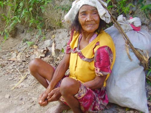 Zambales Resting elderly Aeta woman Pinoy Filipino Pilipino Buhay  people pictures photos life Philippinen  菲律宾  菲律賓  필리핀(공화국) Philippines