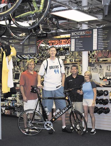 Shawn  Bradley and His Custom Built Bike by bicyclesplus.