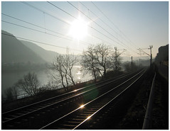 Valley (roomman) Tags: sunset sun river germany deutschland star stream transport railway 2006 valley transportation rails railways lay rlp koblenz mosel rheinlandpfalz moselle moselriver sunstar moselvalley moseltal moselstrecke winningen untermosel koblenzlay rivermosel