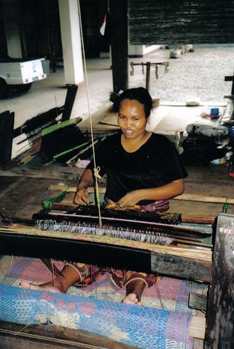 14 Lombok - Laboratorio tessile a Sukarara