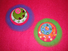 oitenta e quatro|84 . oitenta e cinco|85 ( miriam ) Tags: pink orange elephant green colorful pin handmade pregadeira craft felt boto button feltro crafty miriam elefante 84 sequin tule lantejoulas 85sequins