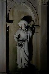 CW337 Statue at Night (listentoreason) Tags: usa america canon unitedstates pennsylvania favorites places longwoodgardens score35 ef28135mmf3556isusm