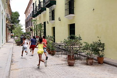 IMG_6842_SC_copy (Rene Leubert) Tags: havana oldtown playingkids