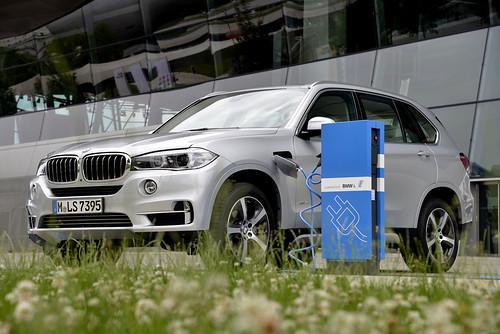 "BMW X5 PHEV <a style=""margin-left:10px; font-size:0.8em;"" href=""http://www.flickr.com/photos/128385163@N04/19111705425/"" target=""_blank"">@flickr</a>"