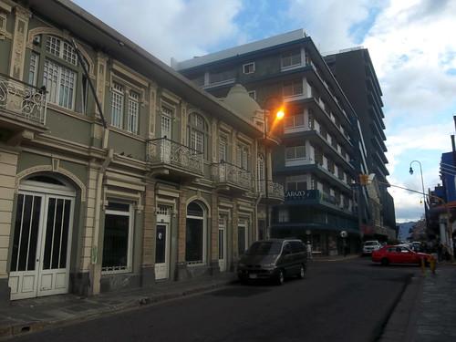 Edificio Maroy y calle 5 hacia el sur av.1-1a, c.5/ Maroy building and the 5th street, towards the south 1st-1a av., 5th st.
