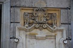 Leones anti-palomas (esta_ahi) Tags: escut escudo lleó león leones dispositivo antipalomas barcelona spain españa испания