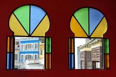 Tanger (Maroc) : Hôtel Continental (NamasKat) Tags: tanger maroc morocco maghreb hôtelcontinental vitraux intérieur rouge fenêtres