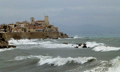 les remparts d'Antibes (b.four) Tags: vague vaga wave mer sea mare remparts mura antibes alpesmaritimes ruby5 ruby10 ruby15 ruby20