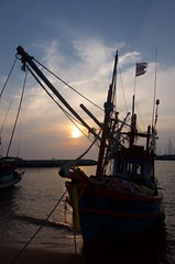 DSC_8429 - Version 2 (izmir3535) Tags: sea sunset fishermanboat pattaya thailan nikon nikon5100