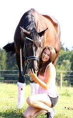 Moni & Cony (Kraqueboom) Tags: girls horse woman black lady bareback women friendship riding pony western pferd equestrian freundschaft mdchen reiten frauen fotoshooting dressage dressur ohnesattel rappe hamonie