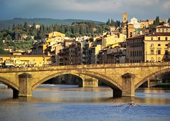 Rowing in Florence (p2-r2) Tags: bridge italy sun water river evening boat florence nikon rowing v2 1nikkor10100mmf4056vr