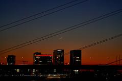 [Explore #136] Moon over Hyatt Düsseldorf (Froschkönig Photos) Tags: moon over hyatt düsseldorf sunset sonnenuntergang brücke bridge sichel hotel skyline nex5r selp18105g rhein rheinufer rheinuferpromenade explore