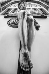 JESÚS, QUÉ CRUZ. (T.Miravalles) Tags: jesús cruz blancoynegro blackandwhite monocromático astorga castillayleón leon escultura arte cristianismo palaciogaudi cultura kultura culture turismo canon7d 7dmarkii 1585mm