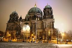 IMG_4838 (AndyMc87) Tags: berlin lustgarten dom fernsehturm museumsinsel nacht night nebel bewölkt beleuchtet ilumination outdoor canon eos 6d 2470 ice cold