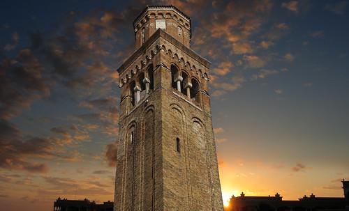 "Torres legendarias / Faros, minaretes, campanarios, rascacielos • <a style=""font-size:0.8em;"" href=""http://www.flickr.com/photos/30735181@N00/32493405866/"" target=""_blank"">View on Flickr</a>"