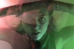 (EleBugna.) Tags: light red green silhouette luces autoretrato